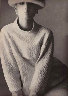 Yves Saint-Laurent A/H 1963-64. Photo Irving Penn. Mannequin Mirella Petteni.