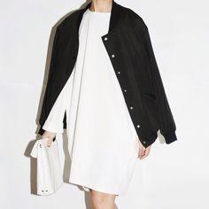 "vogue-club: ""B&W "" Minimal Fashion, White Fashion, Look Fashion, Minimal Style, Minimal Outfit, Minimal Classic, Eleven Paris, Chic Minimalista, Inspiration Mode"