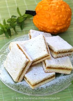 Prajitura cu dovleac si scortisoara Appetizer Recipes, Dessert Recipes, Appetizers, Desserts, Romanian Food, Cornbread, Foods, Meals, Cooking