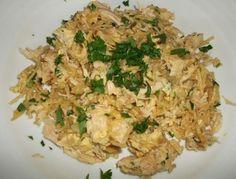 Pour faire cette recette de Poulet à brás vous pouvez utiliser les restes de poulet rôti ou des poitrines de poulet cuites.