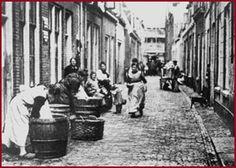 Wasdag in de Florastraat, Utrecht (1927) http://www.cultuurwijs.nl/nwc.stvolksbuurtmuseumwijkc/cultuurwijs.nl/i000012.html
