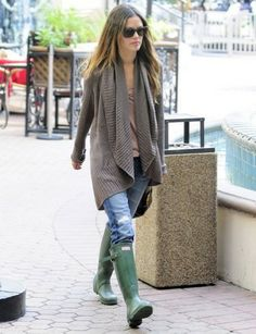 Rachel Bilson - 10 (© Copyright © 2014 Hearst Magazines, S. Rachel Bilson, Ladies Wellies, Hunter Boots Outfit, Hunter Wellies, Rainy Day Fashion, Winter Chic, Zara, Fall Winter Outfits, Street Style Women