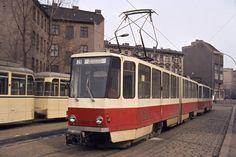 Ost-Berlin.Eine Strassenbahn der Linie 28 Richtung Betriebshof Weissensee steht an der Endhaltestelle Hackescher Markt