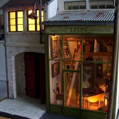 minimanie: Chez Leon. Lovely 1/12 scale 'antique' shop. I like the light in the window, very atmospheric.