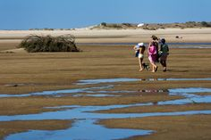 Redacção da edição espanhola da Condé Nast Traveler escolheu as suas 15 praias preferidas, Praia da Fábrica incluída