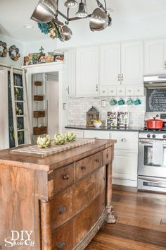 Farmhouse Kitchen #shabbychickitchenisland