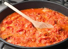 A tasty tomato sauce which goes well with pasta, bean burgers, grilled vegetables, vegetarian sausages or steamed rice.