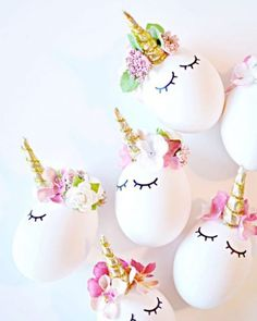 Are you on the unicorn trend yet? Those unicorn cakes, unicorn cupcakes, unicorn hair and unicorn hairbrushes just makes me happy! So now we have unicorn Easter eggs! Unicorn Egg, Diy Unicorn, Unicorn Crafts, Unicorn Hair, Magical Unicorn, Happy Unicorn, Diy Y Manualidades, Unicorn Cupcakes, Diy Ostern