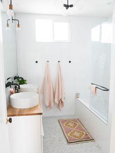 Bathroom Inspiration: The Do's and Don'ts of Modern Bathroom Design Bathroom Renos, Laundry In Bathroom, Bathroom Interior, Modern Bathroom, Minimal Bathroom, Bathroom Ideas, Pastel Bathroom, Blush Bathroom, Washroom