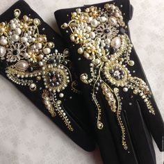 Black gloves with embroidery Black Gloves, Leather Gloves, Embroidery Fashion, Beaded Embroidery, Dress Dior, Elegant Gloves, Queen Outfit, Vintage Gloves, Lady Fingers