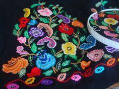 CrEaBaLo: Bordado Manado, 4th Of July Wreath, Embroidery Designs, Murcia, Floral, Flowers, Regional, Decor, Shandy