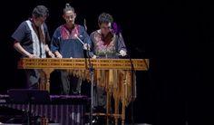 Marimba tradicional y banda sinaloense alegran al público del Teatro de la…