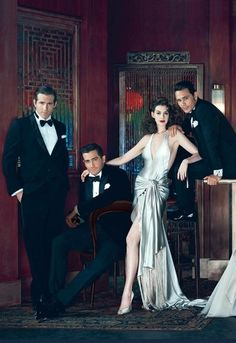 Ryan Reynolds, Jake Gyllenhaal, Anne Hathaway and James Franco by Annie Leibovitz for Vanity Fair, 2011 Annie Leibovitz, Group Photography, Fashion Photography, Hollywood Glamour, Old Hollywood, Vanity Fair Hollywood Issue, Monsieur Madame, Group Poses, Photo Grid