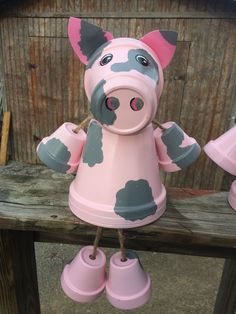 Clay pot terra cotta pig by Family Time Crafts (FB) Tontopf-Terrakotta-Schwein von Family Time Craft Flower Pot Art, Clay Flower Pots, Terracotta Flower Pots, Flower Pot Crafts, Pig Crafts, Clay Pot Crafts, Diy Clay, Garden Crafts, Diy And Crafts