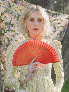 Fashion Vintage Lucy Boynton Is Already Most Exciting Fashion Star - Get to know Lucy Boynton, the curiously chic Bohemian Rhapsody star who's already most exciting fashion icon. Lucy Boynton, Charlotte Rampling, Her Smile, Alexa Chung, Mellow Yellow, Ladies Dress Design, Fashion Advice, Fashion Poses, Fashion Hair