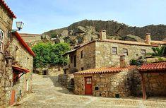 Faz parte da rede de Aldeias Históricas de Portugal e é um tesouro que muitos ainda não descobriram. Provavelmente, a aldeia mais bonita de Portugal.