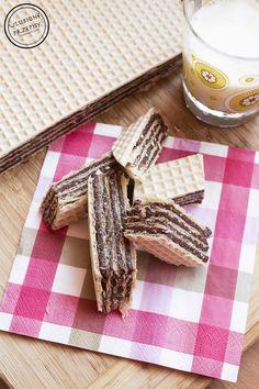 Wafel z czekoladowym kremem | Ulubione przepisy Desserts With Biscuits, Cooking Recipes, Sweets, Bread, Breakfast, Food, Party Stuff, Polish, Drinks