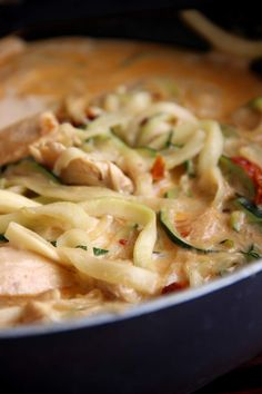 Zucchini Nudeln mit Hühnchen und cremiger Sauce - Stilechtes | Nicht nur ein Mamablog Macaroni And Cheese, Food And Drink, Pasta, Cooking, Ethnic Recipes, Chicken Zucchini, Creamy Sauce, Chef Recipes, Pasta Meals