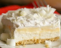 This White Chocolate Lasagna Is An Amazing Dessert With So Many Layers Of Goodness. With A Golden Oreo Crust, Cream Cheese, Layer, White Chocolate Pudding, Whipped Cream And White Chocolate Curls On Top - It Is Sure To Be A Hit At Any Function. Chocolate Lasagna Dessert, Chocolate Pudding Desserts, White Chocolate Desserts, White Desserts, Layered Desserts, Köstliche Desserts, Dessert Recipes, Dessert Simple, Chocolate Lasgna
