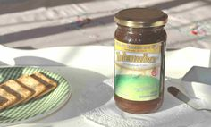 Dulce de manzana y  sidra .  Elaborado artesanalmente con frutos naturales en nuestra finca Abuela Gola a orillas del rio Limay . Ingredientes: Fruta, Azucar , Miel Totalmente Natural. No contiene saborizantes , colorantes ni conservantes.  Apto para celiacos.     Libre de Gluten Sin T.A.C.C                                         Presentacion en envases de 400 Gr y en 5kg para pasteleria. Vencimiento 36 meses desde su fecha de elaboracion.