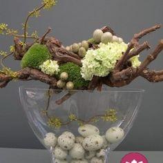 Que tal se inspirar nos arranjos que o Primavera Garden selecionou para alegrar a sua Páscoa? Coelhos, ovos, doces e flores dão o clima da data, deixando a sua casa mais aconchegante e acolhedora p…