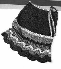 Cute for little girls, but in a way brighter colour choice - crochet skirts black. Cute for little girls, but in a way brighter colour choice Moda Crochet, Crochet Skirt Pattern, Crochet Skirts, Crochet Jacket, Crochet Granny, Knit Crochet, Crochet Patterns, Crochet Hats, Free Crochet
