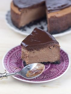 Cheesecake de chocolate // Chocolate cheesecake recipe in spanish Choco Chocolate, Chocolate Cheesecake, Cheesecake Recipes, Dessert Recipes, Cheesecake Cake, Delicious Desserts, Yummy Food, Just Cakes, Cupcakes
