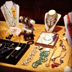 I love setting up the pop-up shop! Give me more hostesses, please!! #popupshop #chloeandisabel #jewelry #dowhatyoulovewhatyoudo #fall #fashion #stylist #outtatheplayhouse