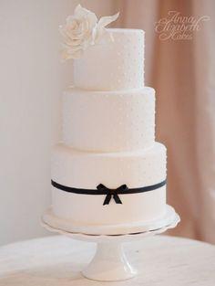 wedding cake idea; via Anna Elizabeth Cakes; photo: Vasia Weddings