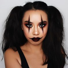 Looking for for ideas for your Halloween make-up? Browse around this site for cool Halloween makeup looks. Disfarces Halloween, Visage Halloween, Halloween Makeup Clown, Halloween Outfits, Halloween Costumes, Girl Clown Makeup, Simple Halloween Makeup, Jester Makeup, Clown Costume Women