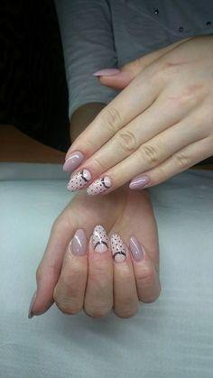 Delikatne zdobienie w odcieniach nude by Kasia Basaj :) Więcej odcieni znajdziesz na www.indigo-nails.com #nailart #nails #pastel #polkadots #retro #caffe #latte #lace