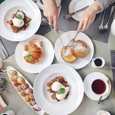"Knock knock. ""Room service!"" Thank you @dineandfash for sharing your @FSToronto breakfast with us. Tag your Four Seasons breakfast with #wakeupwithFS and we'll reblog our favourite again next week. # #Toronto #allstartoronto Hotels-live.com via https://ww"