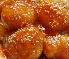 Kínai édes csípős csirke falatkák recept Hozzávalók: A bundához: 6 evőkanál finomliszt 3 csapott ek étkezési keményítő 1 ek napraforgó olaj 1 db tojás 1 db csirkemell filé 1 csipet só 2 evőkanál víz (pici) 1.5 kk sütőpor A mázhoz: 100 g ketchup chili ízlés szerint (vagy erős paprikakrém) 2 teáskanál méz (ízlés szerint) 3(...) Meat Recipes, Wine Recipes, Real Food Recipes, Chicken Recipes, Cooking Recipes, Good Food, Yummy Food, Just Eat It, Hungarian Recipes