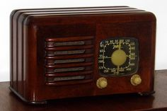 https://flic.kr/p/SWF6hg | Vintage Zenith Table Radio With Ingraham Wood Cabinet, Model 6D525, AM Band, 6 Vacuum Tubes, Made In USA, Circa 1941 | Auction Item 227