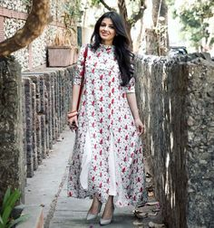 Cotton maxi dress - White Printed High Neck Long Kurti with Front Slits Ethnic Fashion, Indian Fashion, Girl Fashion, Fashion Outfits, Pakistani Dresses, Indian Dresses, Indian Outfits, Western Dresses, Indian Attire