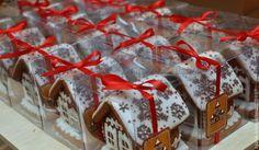 Кулинарные сувениры ручной работы. Ярмарка Мастеров - ручная работа Корпоративные пряничные домики с логотипом - подарок на Новый год. Handmade.