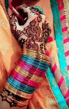 Bridal Henna and bangles Stylish Girl Images, Stylish Girl Pic, Bridal Bangles, Bridal Jewelry, Silver Jewelry, Indian Accessories, Girls Dpz, Indian Wear, Bangle Bracelets