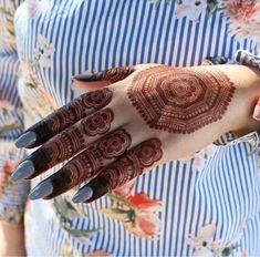 Mehndi design for girl Rose Mehndi Designs, Indian Mehndi Designs, Henna Art Designs, Mehndi Designs For Beginners, Mehndi Designs For Girls, Unique Mehndi Designs, Wedding Mehndi Designs, Beautiful Henna Designs, Latest Mehndi Designs