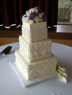 A hint of art deco in this lush, pearl-covered cake.
