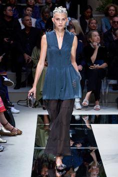 Giorgio Armani Spring 2020 Ready-to-Wear Fashion Show - Vogue 2020 Fashion Trends, Fashion 2020, Urban Fashion, Fashion Looks, Fashion News, Giorgio Armani, Armani Collection, Fashion Show Collection, Style Couture