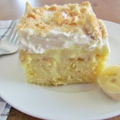 The Country Cook: Banana Pudding Poke Cake. Poke cake and banana pudding in one dessert! Brownie Desserts, Just Desserts, Delicious Desserts, Yummy Food, Cook Desserts, Trifle Desserts, Poke Cake Recipes, Dessert Recipes, Pudding Recipes