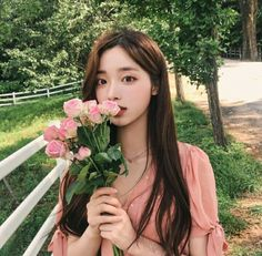 The image may contain: more than one person, plants, flowers, … – Gift For Men Korean Beauty Girls, Pretty Korean Girls, Cute Korean Girl, Cute Asian Girls, Korean Girl Photo, Korean Girl Fashion, Ulzzang Fashion, Mode Ulzzang, Ulzzang Korean Girl
