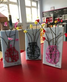 26 Cute DIY Kid Friendly Valentine& Day Art and Crafts .- 26 niedliche DIY kinderfreundliche Valentinstag Kunst und Kunsthandwerk 26 Cute DIY Kid-Friendly Valentines Day Arts and Crafts Make a mason jar string art using wood, yarn and faux flowers. Kids Crafts, Spring Crafts For Kids, Projects For Kids, Diy For Kids, Crafts To Make, Wood Crafts, Creative Crafts, Diy Projects, Decor Crafts
