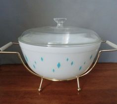 PYREX Diamond Turquoise Bowl with Lid and Stand  HTF Promotional 130