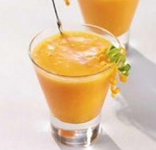 mango, malina, brzoskwinia: _ko2– 4 brzoskwinie – 100 g malin (mogą być mrożone) – 1 dojrzałe mango – garść mięty – 2 łyżki soku z pomarańczy