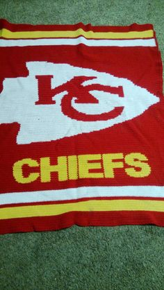 Awesome Kansas City Chiefs crochet blanket. Really wish this was a pattern but pretty awesome all the same.