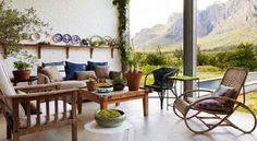 Il+existe+une+maison+posée+au+milieu+du+paradi,+nommée+Johannesdal.+Elle+se+situe+en+Afrique+du+Sud,+en+plein+milieu+du+bush,+un+environnement+relativement+sauvage+qui+vit+au+rythme+des+saisons.+Dane+Erwee+et+Chris+Willemse,+fleuristes+et…