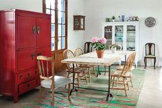 Seis comedores con mucha personalidad  El juego con los distintos modelos de sillas le da dinamismo a este amplio comedor.         Foto:Archivo LIVING