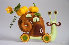 Мастерская игрушек. Handmade, рукоделие. Felt Crafts, Diy And Crafts, Snail Art, Thread Catcher, Handmade Felt, Biscuit, Diy Toys, Fabric Dolls, Softies