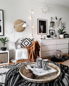 52 Stylish Home Decor Hacks For Renters Stylish Home Decor, Retro Home Decor, Boho Living Room, Living Room Decor, Boho Room, Decor Room, Scandi Home, Decor Scandinavian, Home Decor Hacks